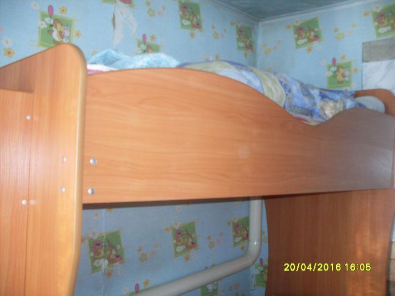 Срочно продам 2-х ярусную кровать с матрасами